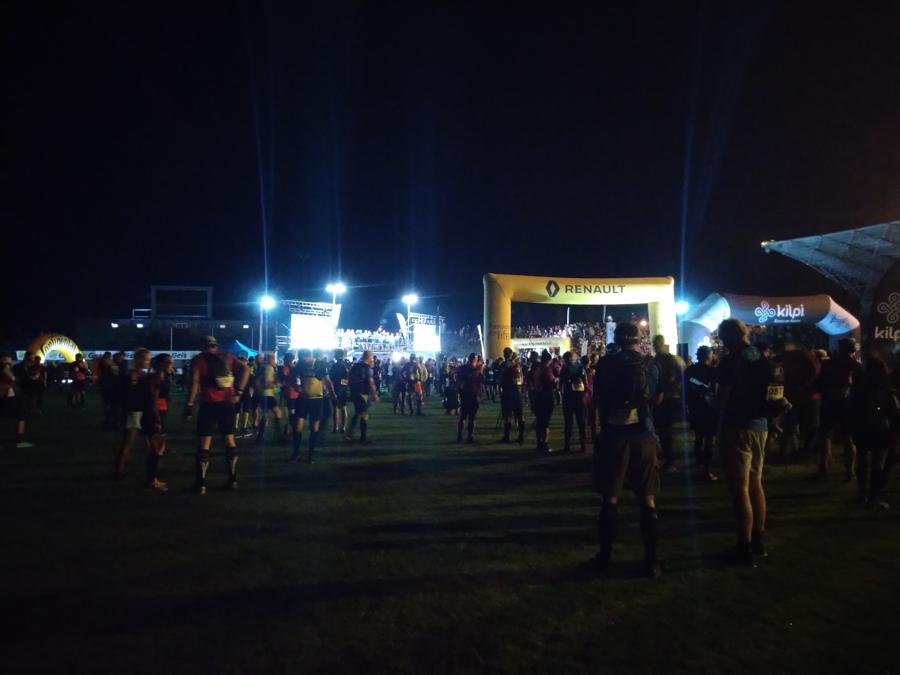 Běžci naStadionu vTřinci