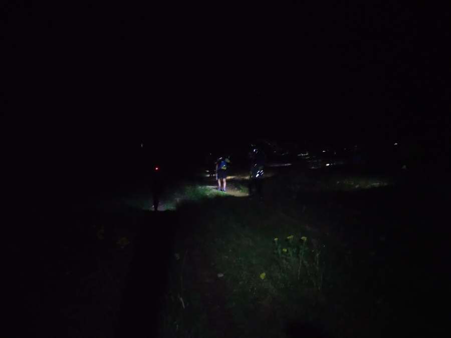 Kopce ve tmě baví